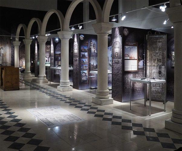 Wystawa 966 Chrzest oblicza chrystianizacji - Muzeum Archeologiczne wKrakowie, lipiec 2016. Plansze - druk UV igrafika podłogowa