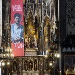 Dekoracja ołtarza wKościele Dominikanów wKrakowie, druk natkaninie, lipiec 2016