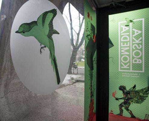 Naklejki na szybę, druk UV. Festiwal Boska Komedia, Kraków, Bunkier Sztuki. Fot.T.Wiech