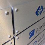 Plansza informacyjna dla firmy APIUS, druk UV napłycie kompozytowej